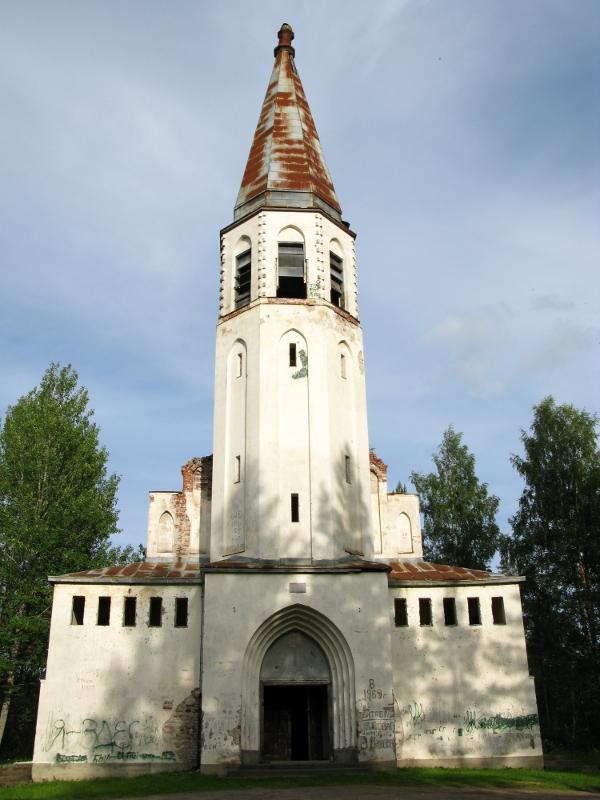 Lumivaaran kirkko.