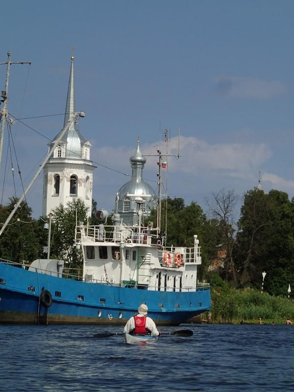 Tämä kirkonkupoli näkyy kauas kanavalle