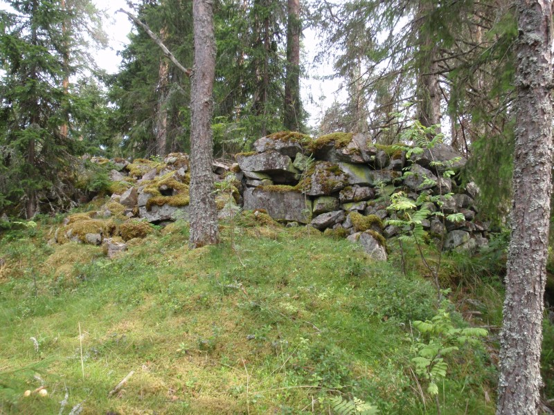 Viikinkilinnan kivijalkaa