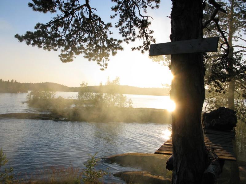 Miekkasaaren ilta auringon laskiessa.